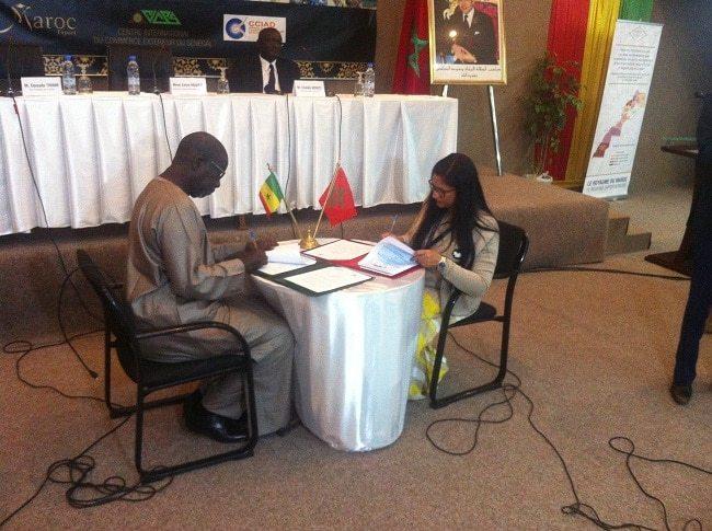 La signature d'un mémorandum d'entente entre Maroc Export représenté par sa directrice, Mme Zahra Maafiri et la Chambre de Commerce d'Industrie et d'Agriculture de Dakar représenté par son vice-président, M. Daouda Thiam.